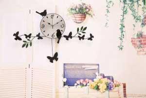 Đồng hồ đàn chim đen và bướm