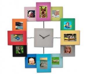 Đồng hồ treo tường đẹp Mẫu đồng hồ treo tường kèm khung tranh trang trí tạo điểm nhấn cho bức tường. Lưu lại khảnh khắc tuyệt vời của bạn và người thân.