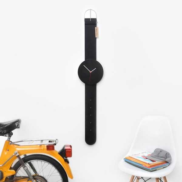 Đồng hồ treo tường đeo tay