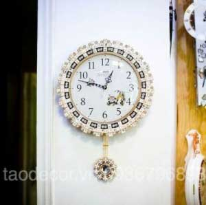 Đồng hồ treo tường đính đá