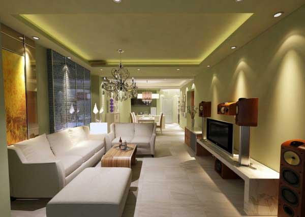Chiếc đèn trùm cùng bộ sofa trắng làm căn phòng sáng sủa