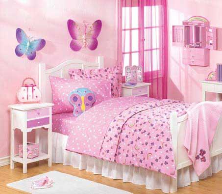 Căn phòng được trang trí với những chú bướm xinh là lựa chọn của nhiều bé gái