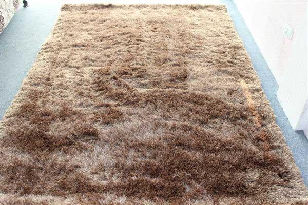Thảm xù còn rụng lông hơn cả chú chó cưng nhà bạn đấy