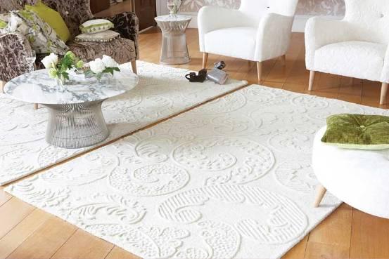Thảm trắng dù sang trọng nhưng cũng rất khó giữ màu