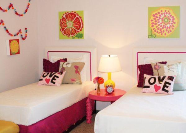trang trí tường phòng ngủ đơn giản