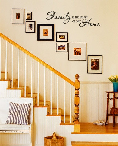 trang trí tường cầu thang