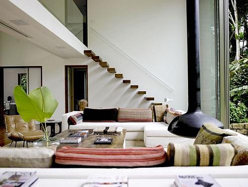 Trang trí phòng khách có cầu thang