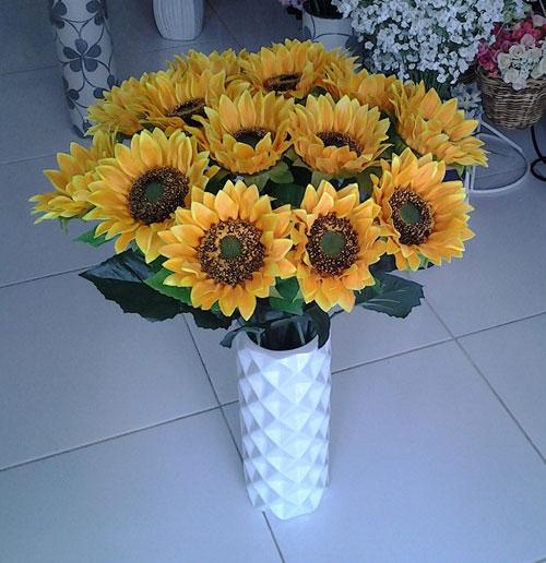 trang trí phòng khách bằng hoa giả
