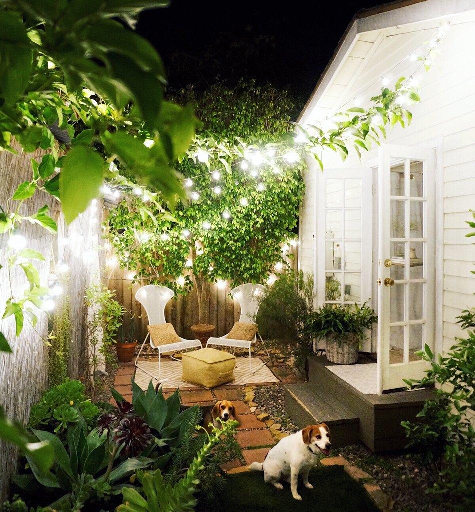 ngôi nhà với sân vườn