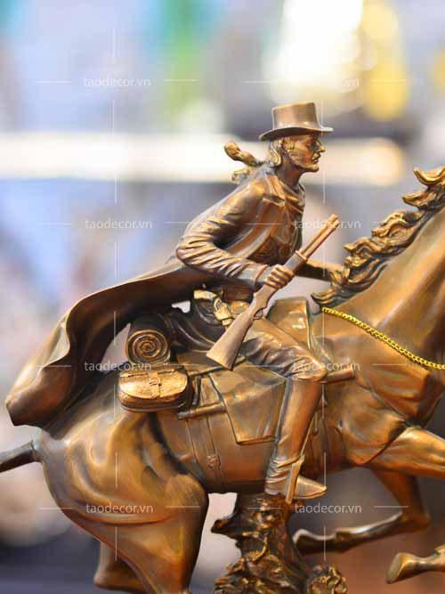 Chàng Cao Bồi Cưỡi Ngựa - taodecor.vn trang trí nhà và quà tặng 4