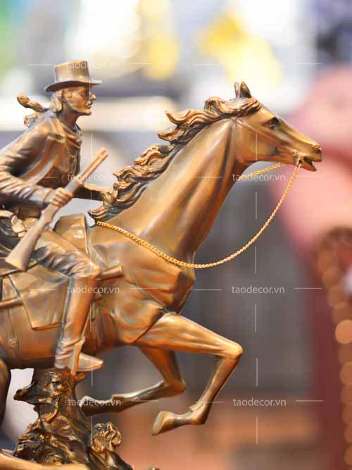 Chàng Cao Bồi Cưỡi Ngựa - taodecor.vn trang trí nhà và quà tặng ê