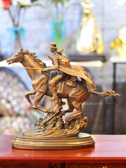 Chàng Cao Bồi Cưỡi Ngựa - taodecor.vn trang trí nhà và quà tặng â