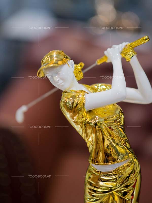 Tượng nữ đánh golf vàng- taodecor.vn trang trí nhà và quà tặng 1