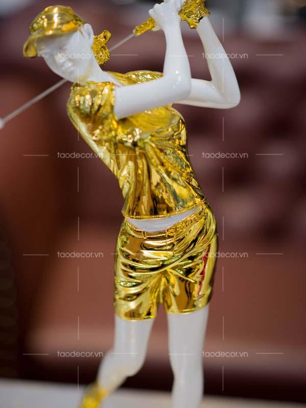 Tượng nữ đánh golf vàng- taodecor.vn trang trí nhà và quà tặng 2