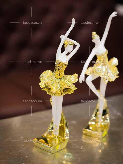 Bộ Tượng Cô Gái Bale Sứ Vàng Hồng - taodecor.vn trang trí nahf và quà tặng 5
