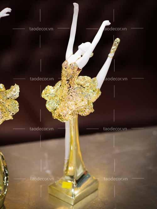 Bộ Tượng Cô Gái Bale Sứ Vàng Hồng - taodecor.vn trang trí nahf và quà tặng 2