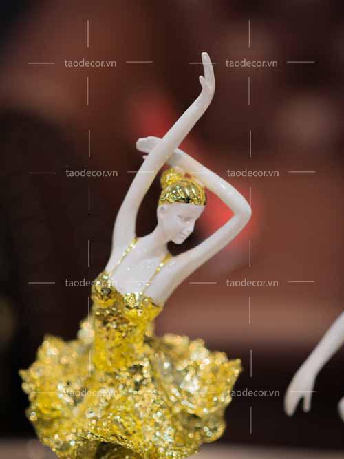 Bộ Tượng Cô Gái Bale Sứ Vàng Hồng - taodecor.vn trang trí nahf và quà tặng 1