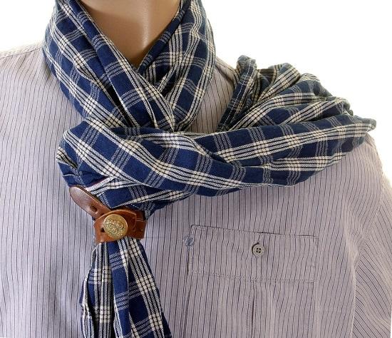 Một chiếc khăn choàng cổ giúp sếp luôn ấm cổ