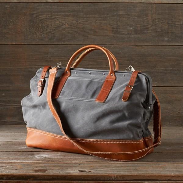 Túi xách giúp sếp trẻ trung hơn