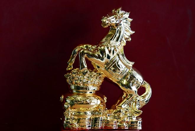 Ngựa mạ vàng là món quà tặng sếp ý nghĩa