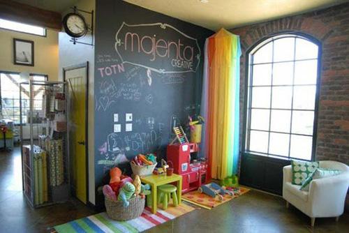 Ngoài việc lựa chọn sắc màu tươi vui, bạn cũng nên tạo ra nhiều khoảng không cho bé vui chơi.