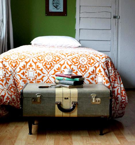 Chỗ để sách báo, đồ dùng trong phòng ngủ