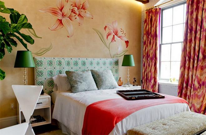 Bông hoa to trên tường luôn tạo được điểm nhấn cho căn phòng