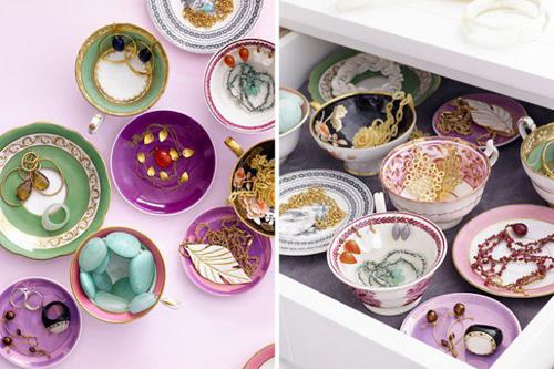 Những tách trà để trong ngăn kéo