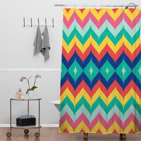 Một chiếc rèm tắm nhiều màu