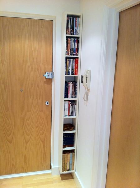 Một chiếc tủ đựng sách