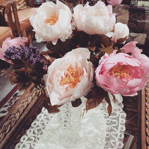 Một chiếc bình thủy tinh đơn giản sẽ khiến cho vẻ đẹp của hoa được tôn lên