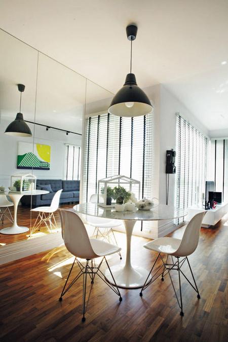 Một chiếc bàn mang phong cách hiện đại