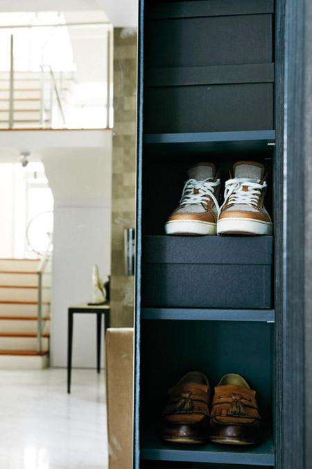 Tủ đựng đồ với những ngăn đựng giày tiện lợi