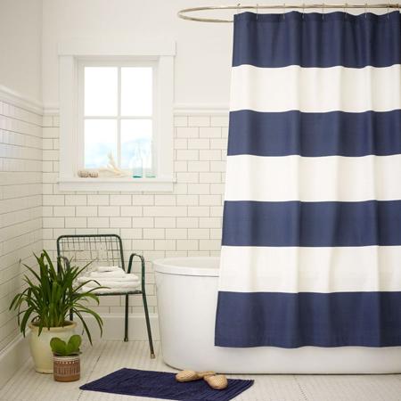 Một chiếc rèm tắm sọc
