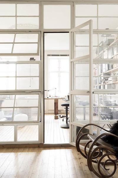 Những vách ngăn cửa sổ kính