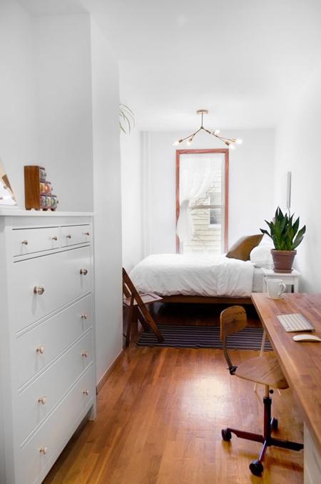 Chủ nhà tinh ý, bài trí nội thất cho phòng ngủ nhỏ, hẹp